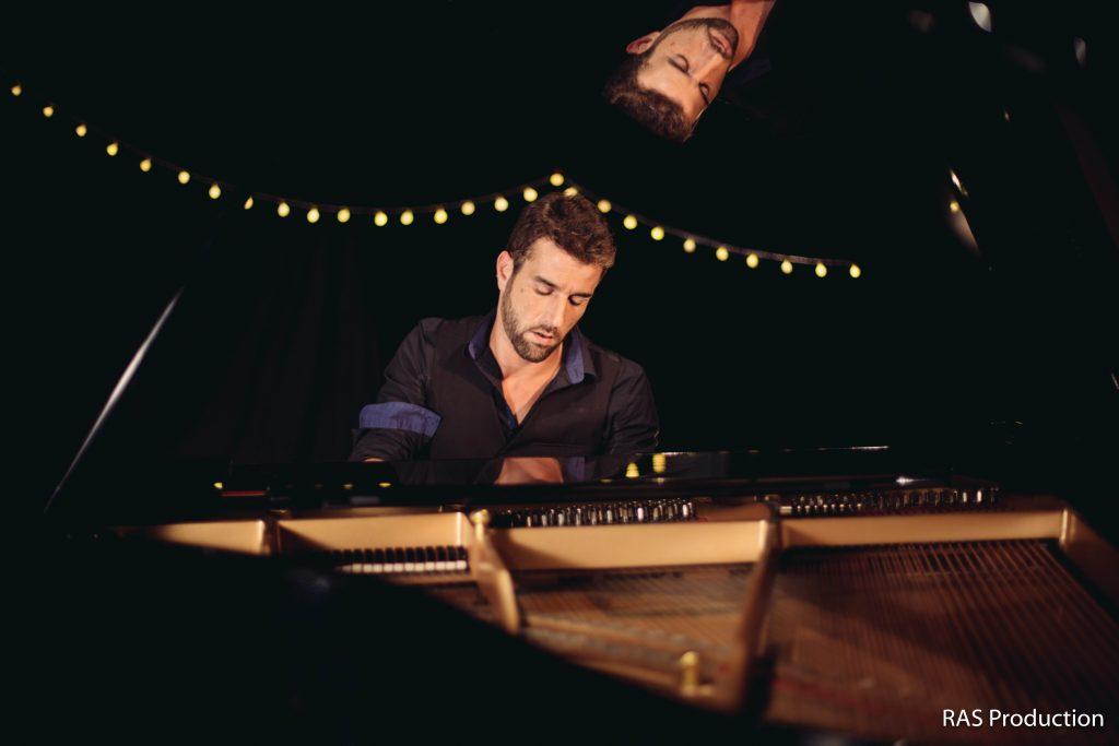 Florian au piano démultiplié.